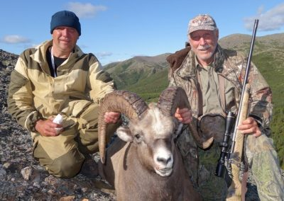 John Allen Kamps hunting snow sheep in Magadan, Russia with Kulu Safaris