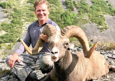 Bryan Harlan snow sheep hunting in Magadan, Russia with Kulu Safaris
