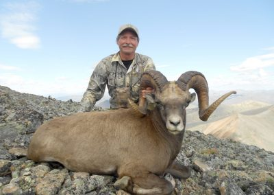 Gary Young snow sheep hunting in the mountains of Magadan, Russia with Kulu Safaris