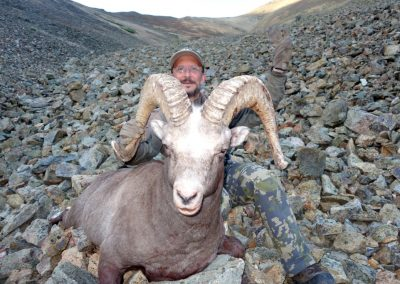 Enrique Velasco snow sheep hunt in Magadan, Russia with Kulu Safaris